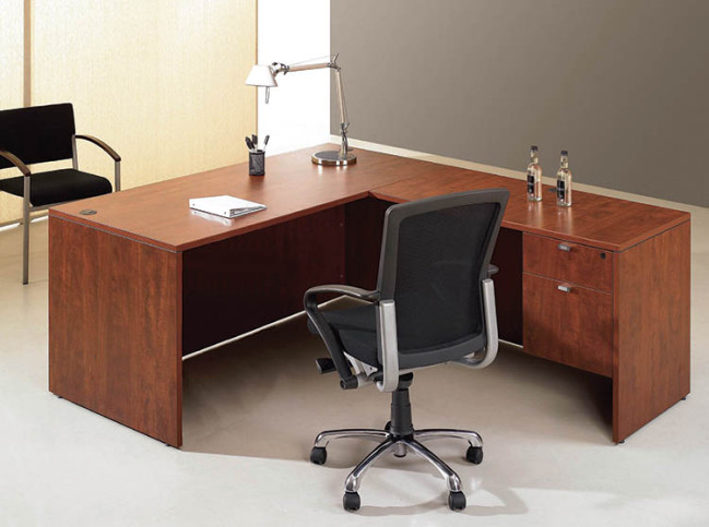 DESK WITH RETURN AND SINGLE ¾ PEDESTAL